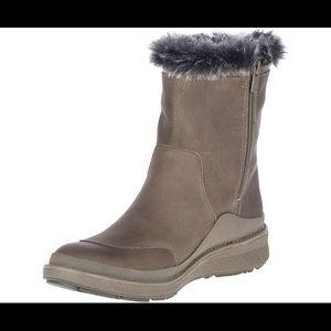 Merrell NWOB Womens Tremblant Boots